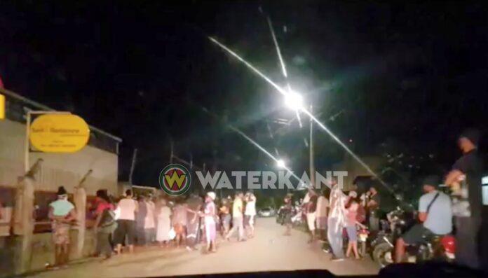 Mensen nog laat op straat voor pakket ondanks total lockdown