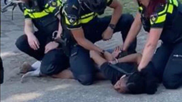 Ook in Nederland aangifte tegen politie wegens discriminatie en mishandeling