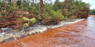 Rijweg West Suriname deels onder water, gesloten voor zwaar verkeer