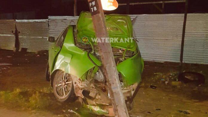 Bestuurder rijdt elektriciteitsmast kapot tijdens lockdown