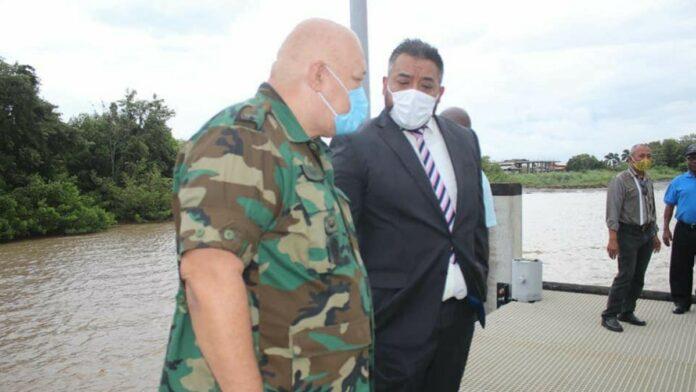 Biza-minister legt werkbezoeken af