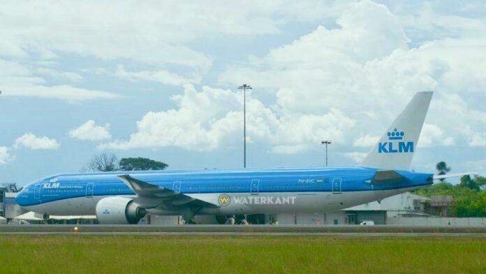 KLM 777-300ER op luchthaven suriname