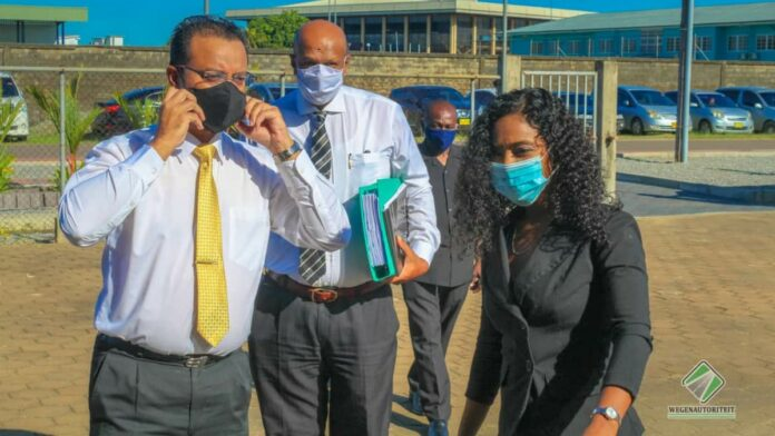 Minister Nurmohamed bezoekt Wegenautoriteit Suriname