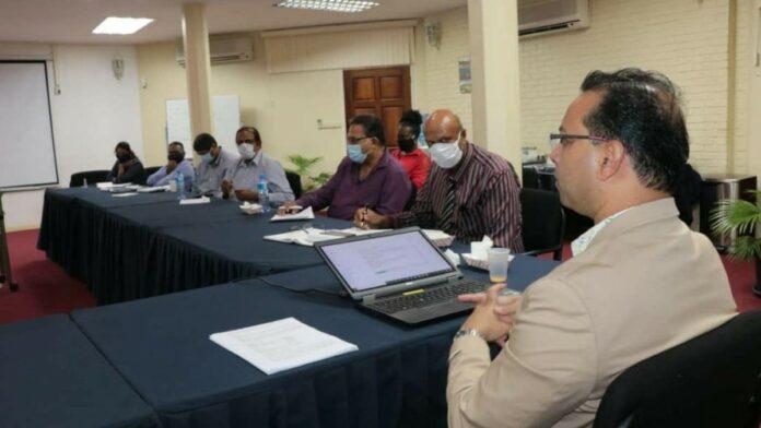 Minister Nurmohamed houdt eerste directiemeeting