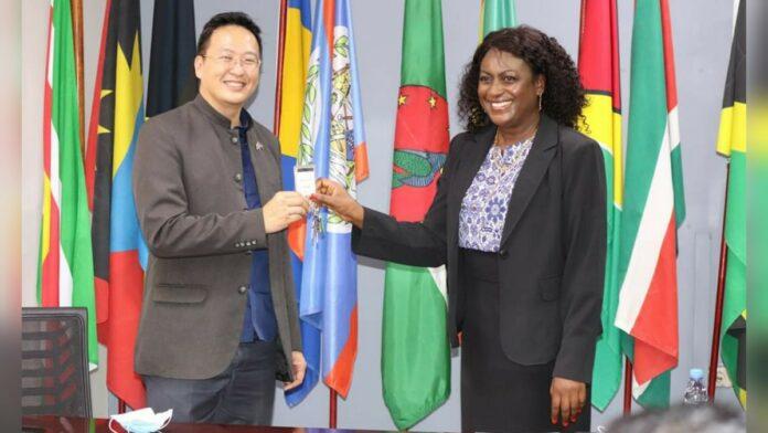 Minister Walden wil bestaanszekerheid voor elke Surinamer