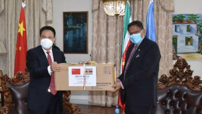 Suriname ontvangt medisch materiaal van China