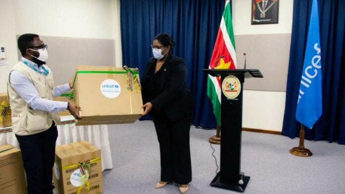 UNICEF overhandigt medische goederen aan Buza ter bestrijding COVID-19
