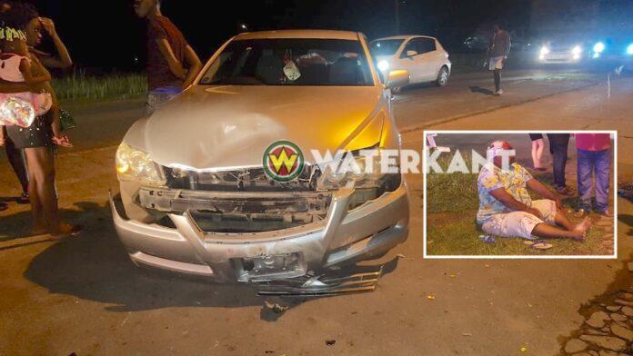 Automobilist slaat af en rijdt aankomende bromfietser aan