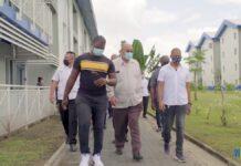 VIDEO: President bezoekt studentencampus op universiteit van Suriname