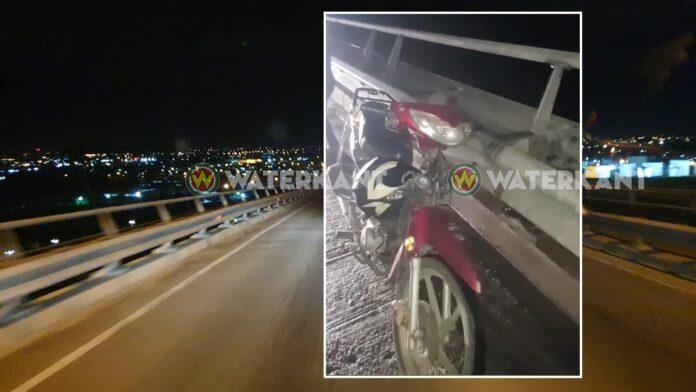 Man die bromfiets op Bosje brug achterliet sprong twee keer in rivier