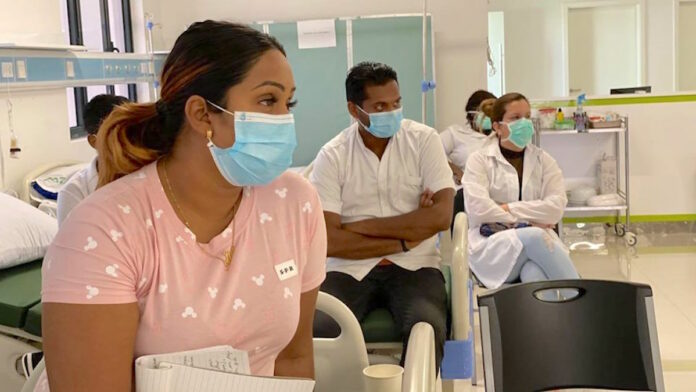 Regionaal Ziekenhuis Wanica krijgt drive-thru Covid-19 test unit