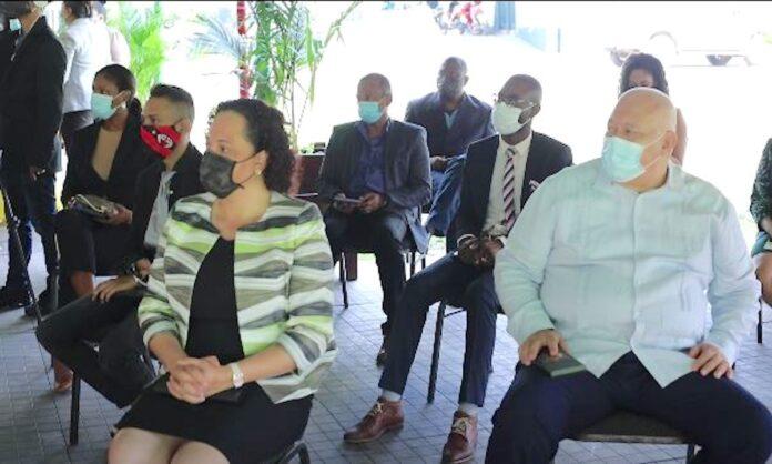 Leden COVID-19 Managementteam gedecoreerd door president Bouterse