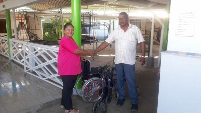 Rollators en rolstoel gedoneerd in kader van Nobele doelen-project