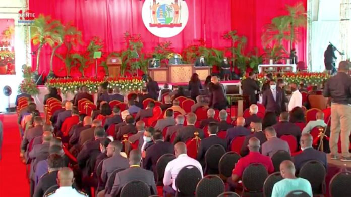 Live: Inauguratie president en vice-president Suriname