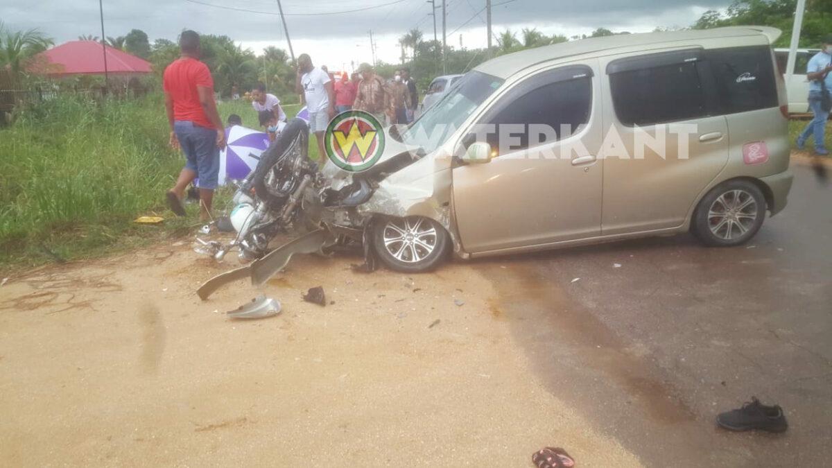 Twee doden bij aanrijding tussen motor en auto