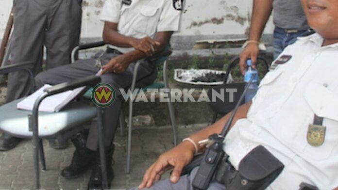 politie-ambtenaren-suriname