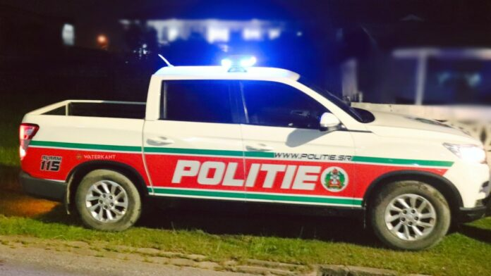 politie-suriname-auto-zwaai-aan-op-pd