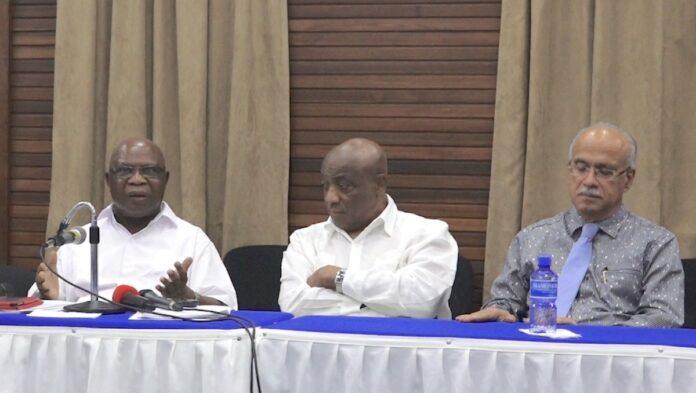 Raadadviseurs Bouterse benoemd tot landsdienaren met ministerssalaris