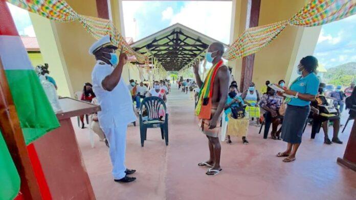 Beëdiging ressortsraadleden Boven-Suriname en Boven-Saramacca