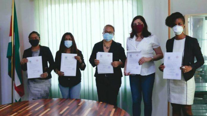 vijf vrouwen beëdigd tot tolk vertaler in suriname