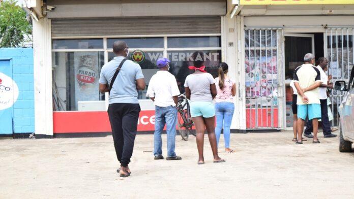 Politie: 'Alle winkels in Suriname moeten om 21.00u sluiten'