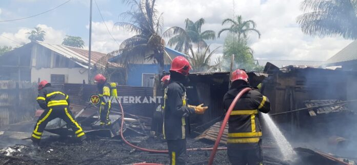 VIDEO: Woning volledig afgebrand te Charlesburg