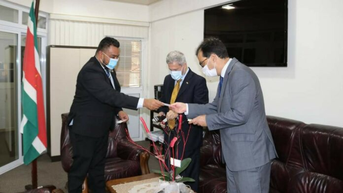 Biza-minister ontvangt Braziliaanse ambassadeur