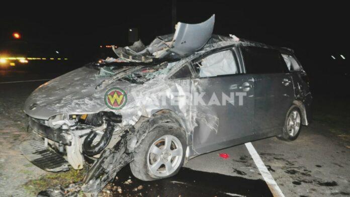 Inhalende personenauto knalt tegen terreinwagen die uit inrit komt