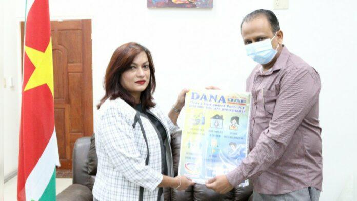 Minister Kuldipsingh pleit voor beleid tegen COVID-19 op werkplek