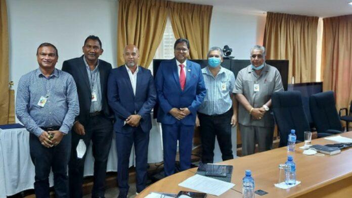 President Santokhi voert goed gesprek met bestuur SVB