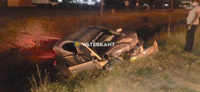 Auto in goot na zware aanrijding tussen 3 voertuigen tijdens lockdown