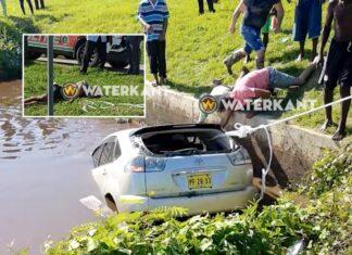 VIDEO: Auto rijdt kanaal in, bestuurder overleden