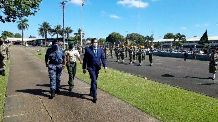 bezoek president chandrikapersad santokhi aan nationaal leger suriname