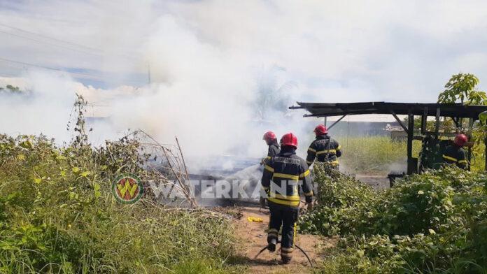Haïtianen dakloos na compleet afbranden laagbouw woning