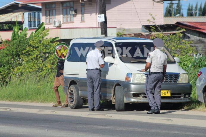 Illegale buschauffeurs krijgen SRD 500 boete