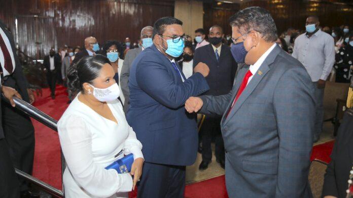 President Santokhi feliciteert nieuwe Guyanese president Irfaan Ali