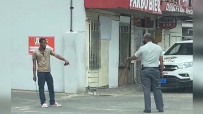 VIDEO: Politie lost schot bij aanhouding gestoorde Haïtiaan met houwer