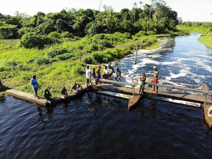 Districtscommissaris Coronie waarschuwt recreanten bij Jutapaal