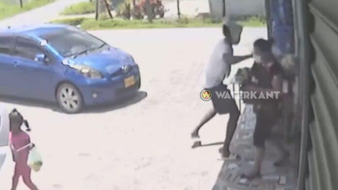 VIDEO: 18-jarige dief die halsketting van vrouw wegrukt aangehouden