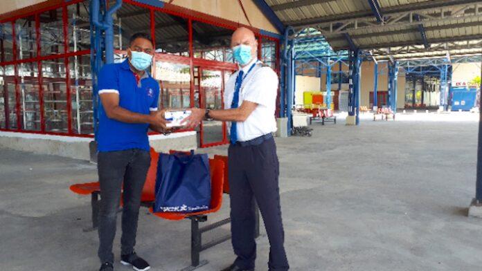 KLM Suriname doneert Personal Protective Equipment (PPE) aan de SATCA