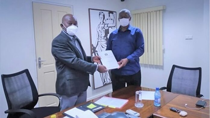 Politie Suriname biedt Handhavingsplan COVID-19 aan minister