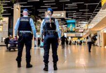 Bericht over op Schiphol aangehouden en teruggestuurde secretaresse van Hoefdraad is fake