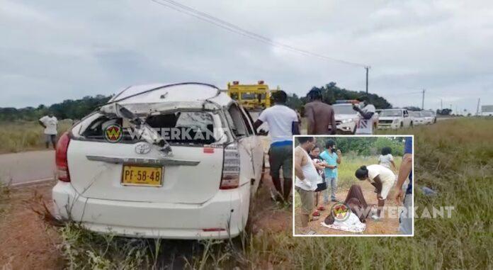 VIDEO: Gewonden nadat auto over de kop slaat