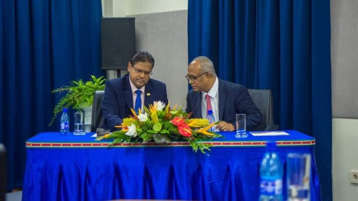 Surinaamse minister Albert Ramdin bezoekt Nederland