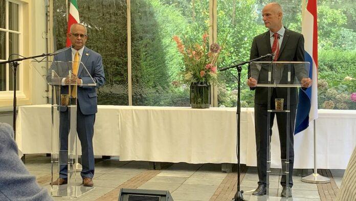 Nederland geeft corona-hulp ter waarde van 3,5 miljoen euro aan Suriname