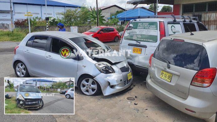 Vier auto's beschadigd bij aanrijding in Paramaribo