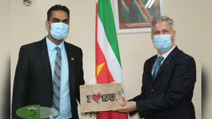 Ambassadeur van Brazilië brengt bezoek aan minister Volksgezondheid