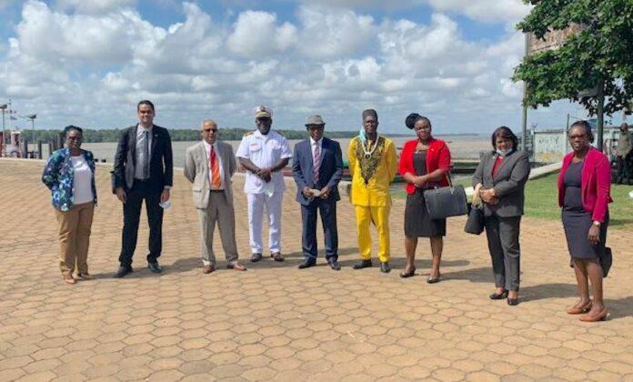 Delegatie regering Suriname afgereisd naar Frans-Guyana