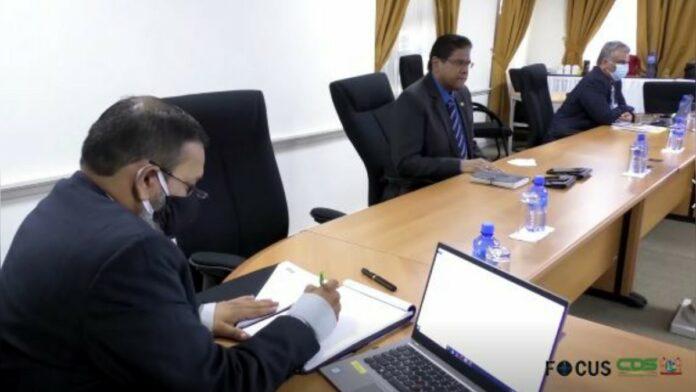 Delegatie Paranam Industry Center presenteert plannen aan president