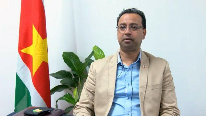 Minister Riad Nurmohamed van Openbare Werken in Suriname